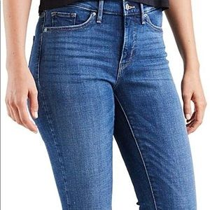 🌟NWOT - Levi's 311 Shaping Skinny Jeans